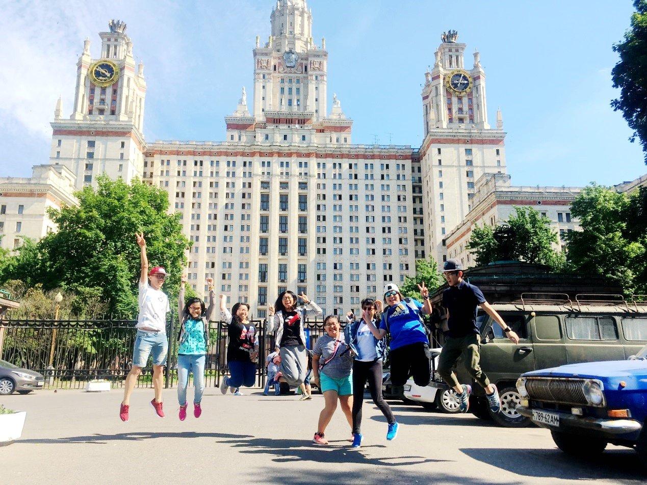 莫斯科大學前